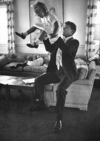 Robert F. Kennedy con la figlia Mary 1963