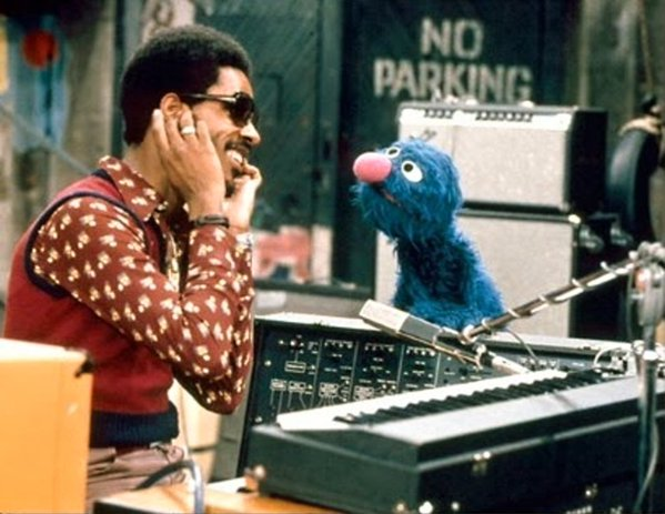 Stevie Wonder e Grover in Sesame Street, 1973