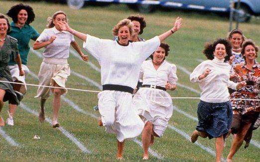 La principessa Diana compete a una gara nel giorno dello sport della scuola del Principe William, 1989
