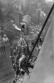 Uomini a lavoro per la costruzione del Woolworth Building, 1926
