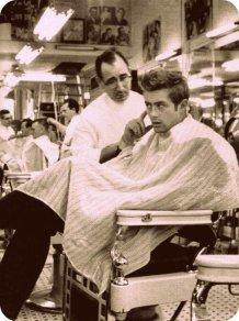 James Dean da un barbiere in Times Square, 1955