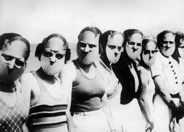 The participants of the Miss Lovely Eyes competition in Florida held in 1930