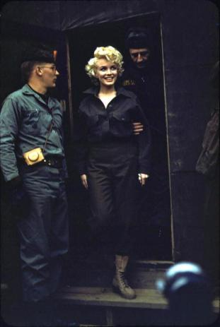 Marilyn Monroe con i Marines in Corea c. 1954