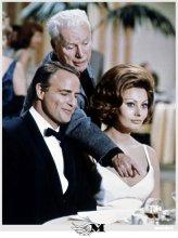 Marlon Brando, Charlie Chaplin e Sophia Loren sul set di La contessa di Hong Kong 1965