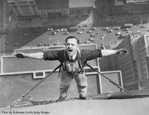 Un lava vetri al lavoro sull'Empire State Building nel 1936