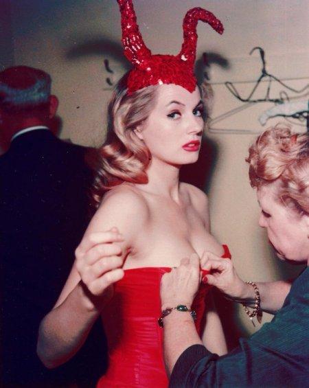 Anita Ekberg in un costume da diavolo, Hotel Commodore 1955