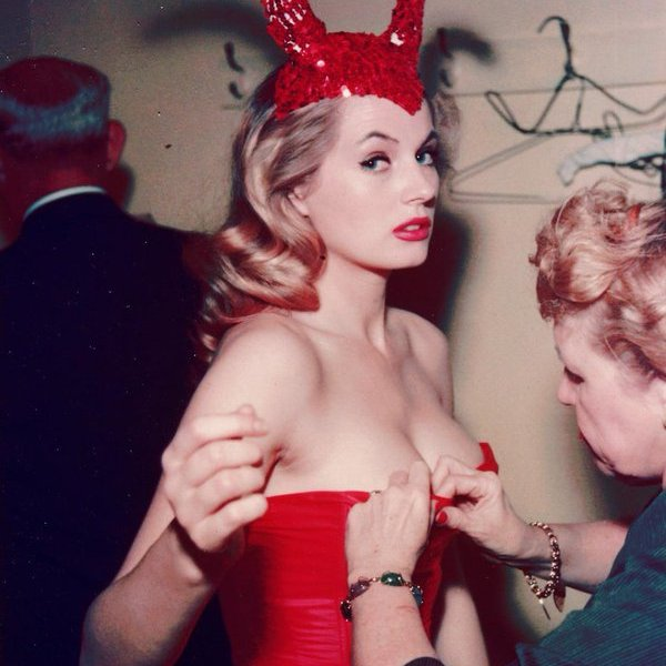 Anita Ekberg in un costume da diavolo, Hotel Commodore 1955