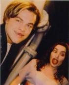 Leonardo DiCaprio e Kate Winslet scherzano sul set di Titanic