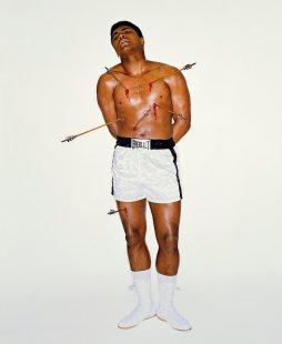 Muhammad Ali come San Sebastiano per la copertina della rivista Esquire. Foto di Carl Fischer