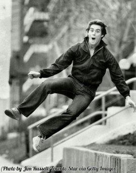 Jim Carrey a 19 anni che fa salti di gioia, 1981