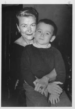 Robin Williams, a 7 anni, con la madre Laurie Williams 1958