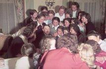 Adolf Hitler circondato da austriache adoranti, 1939. Fotografia di Hugo Jaeger