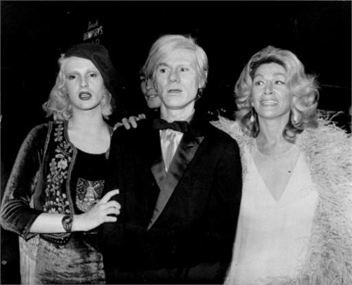 Andy Warhol, 1971 Con Candy Darling e Sylvia Miles ©AP Photo