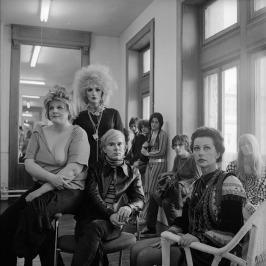 Andy Warhol e alcuni membri della Factory, New York City, 1969 © Cecil Beaton