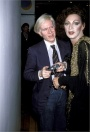 Andy Warhol e Holly Woodlawn, 1978 Fiorucci Boutique Party, New York Getty Images