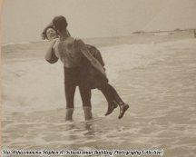Atlantic City, NJ, intorno al 1875-1905. Il titolo di questa immagine è 'Dillo ancora e ti ri-immergo'