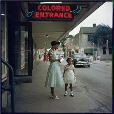 Grande magazzino, Mobile, Alabama, 1956. Fotografia di Gordon Parks