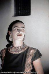 Frida Kahlo posa per un ritratto a casa a Città del Messico, Messico 1940