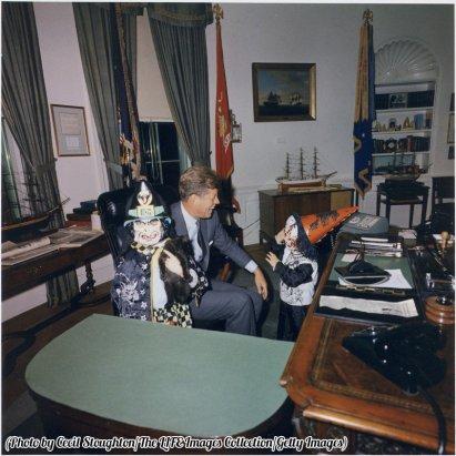John F. Kennedy trascorre Halloween alla Casa Bianca con i suoi figli