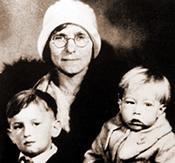 Julia Warhola con Andy Warhol