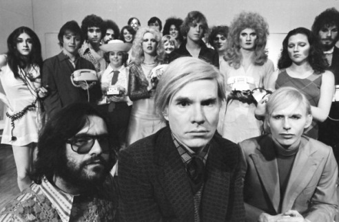 Andy Warhol con il cast di Pork in scena al Cafè La MaMa. Jayne (aka Wayne) County, Cleve Roller e Anthony Zanetta. (Photo by Jack Mitchell / Getty Images)