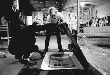 Oltre a creare i suoi quadri, Warhol ha usato la Factory come spazio per le sculture e in generale tutto ciò che porta il suo nome