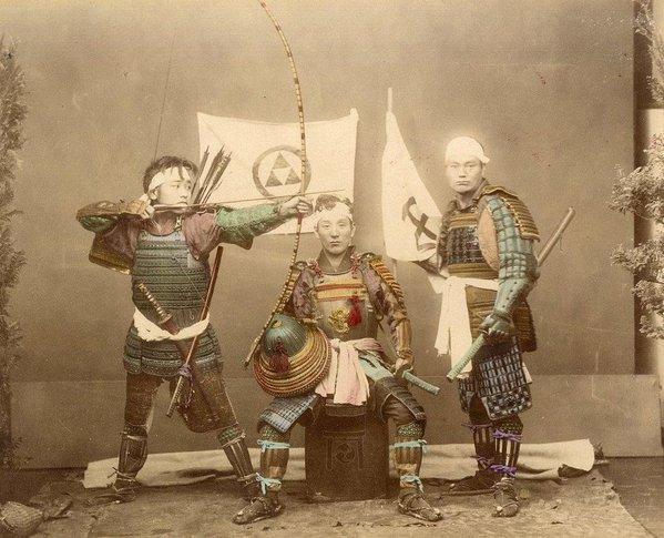 Guerrieri samurai, fra il 1863 e il 1877 circa. Fotografia di Felice Beato