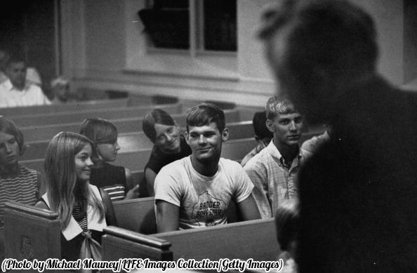 Adolescenti durante l'ora di educazione sessuale in una classe di credo luterano, 1969