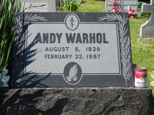 Tomba di Warhol al St. John the Baptist Byzantine Catholic Cemetery