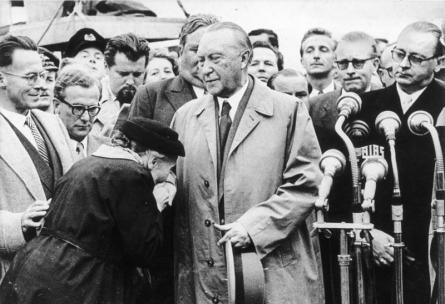 Adenauer torna a Colonia, dopo aver negoziato il rilascio degli ultimi 10.000 prigionieri di guerra con il governo sovietico, 1955