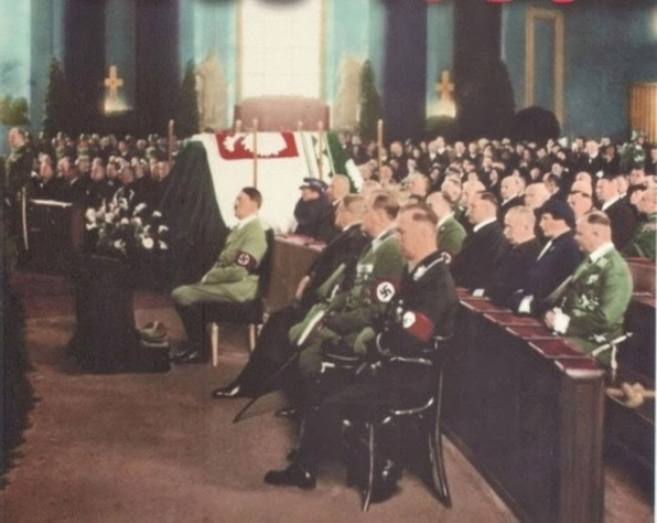 Adolf Hitler ai funerali del Primo Maresciallo polacco Jozef Pilsudski, 1935