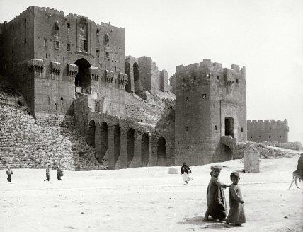 Aleppo, porta d'ingresso al castello, tardo 19 ° secolo