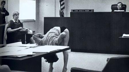 Una danzatrice esotica dimostra che la sua biancheria intima è troppo grande per aver esposto i suoi beni, dopo che gli ufficiali di polizia sotto copertura l'hanno arrestata In Florida