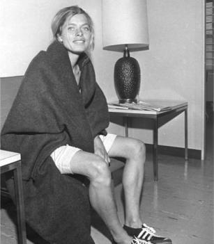 Bobbi Gibb, la prima donna a correre la maratona di Boston nel 1966. Alle donne non era permesso partecipare alla gara