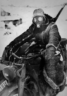 Corriere tedesco motorizzato nel fronte orientale, 1942