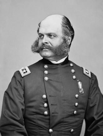 """Il Generale Ambrose Burnside, i cui insoliti peli sul viso hanno portato alla coniazione del termine """"basette"""", 1865"""