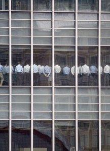 Il personale di Lehman Brothers in attesa di notizie sul proprio destino dopo l'incidente del 2008