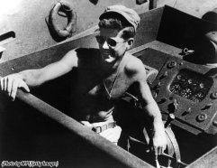 Il tenente e futuro presidente JFK a bordo di una torpediniera nel sud-ovest del Pacifico, 1943