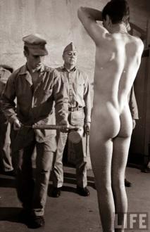 Ispezione d'igiene in un campo Marine, 1951