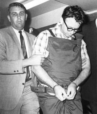 James Earl Ray, l'assassino di Martin Luther King, viene portato nella sua cella dopo il suo arresto a Londra 1968
