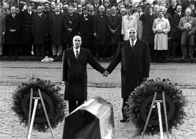 Helmut Kohl e François Mitterrand a Verdun, 1984