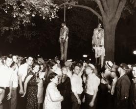 Il linciaggio di Thomas Shipp e Abram Smith, accusati (senza prove) dell'omicidio di un uomo bianco e lo stupro della donna bianca. La folla ha buttato giù le porte della prigione e li ha impiccati risparmiando un terzo accusato, James Cameron, il più giovane e fanciullesco del trio.1930