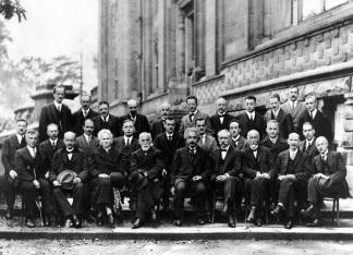 La Conferenza Solvay, probabilmente la foto più intelligente mai realizzata: 17 dei 29 partecipanti sono stati o sono diventati vincitori del premio Nobel, 1927