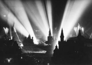 La fine della Seconda Guerra Mondiale celebrata nella Piazza Rossa di Mosca, 1945