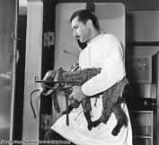 Laika, il cane dello spazio, indossa una tuta spaziale, 1957