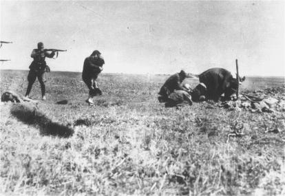 L'esecuzioni di ebrei a Kiev da parte di unità dell'esercito mobile tedesco, 1942