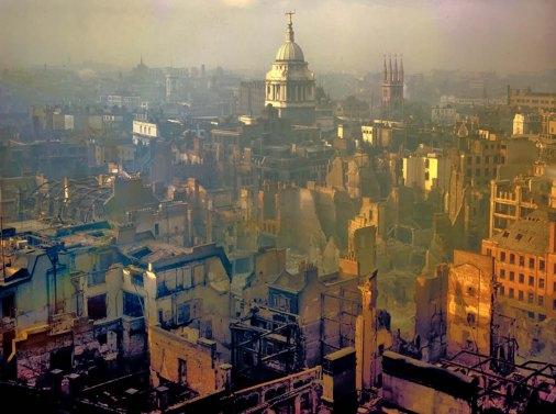 Londra dopo un raid aereo tedesco, 1940