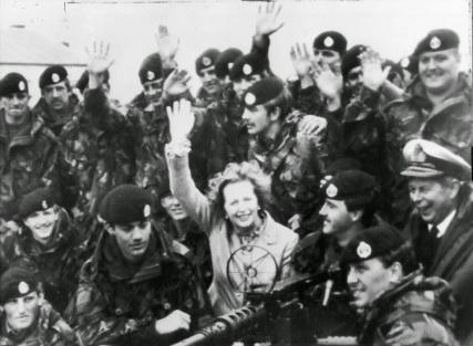 Margaret Thatcher nelle Isole Falkland dopo la resa dell'Argentina, 1983