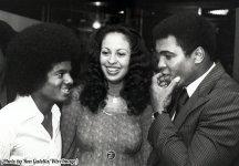 Muhammad Ali con sua moglie Veronica e Michael Jackson, 1977