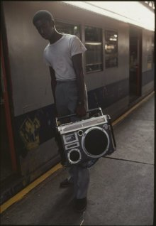 New York City, metropolitana, 1981. Fotografia di Eve Arnold